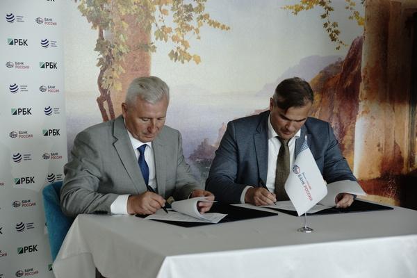 Александр Головачев (АКБ «Россия» - слева), Роман Величинский (АО«Корпорация развития Севастополя»)