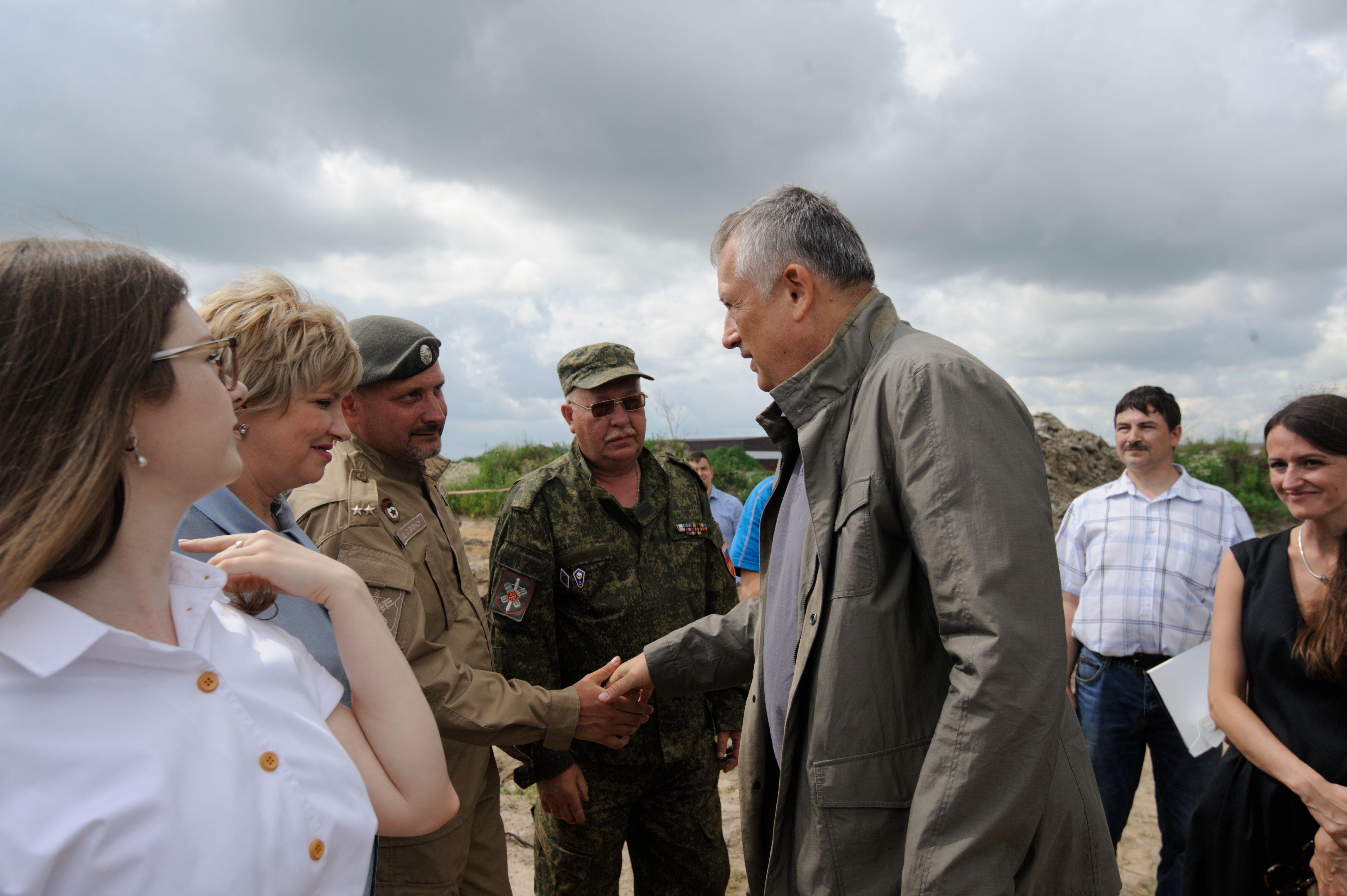 Губернатор Ленинградской области Александр Дрозденко на встрече с поисковиками.