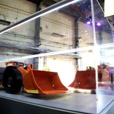 Пилотный образец собирали в том же цехе ШААЗа, где модернизируют тепловозы. В будущем для сборки выделят новый цех.