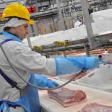 Производственный конвейер на «Тамбовском беконе» (Фото: пресс-служба управления информационной политики администрации Тамбовской области)