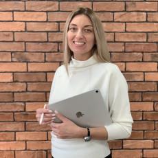 Ирина Гущина занимается изучением спроса на недвижимость, принимает прямое участие в переговорах с инвесторами и покупателями недвижимости , формирует на базе данных своего аналитического центра стратегию маркетинга и реализовывает успешные проекты на практике.