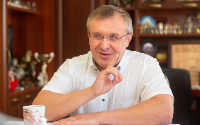 Анатолий Павлов — новосибирский девелопер, генеральный директор ГК «Сибмонтажспецстрой». За время своей работы ГК «СМСС» ввела в эксплуатацию более 700 тысяч квадратных метров недвижимости.