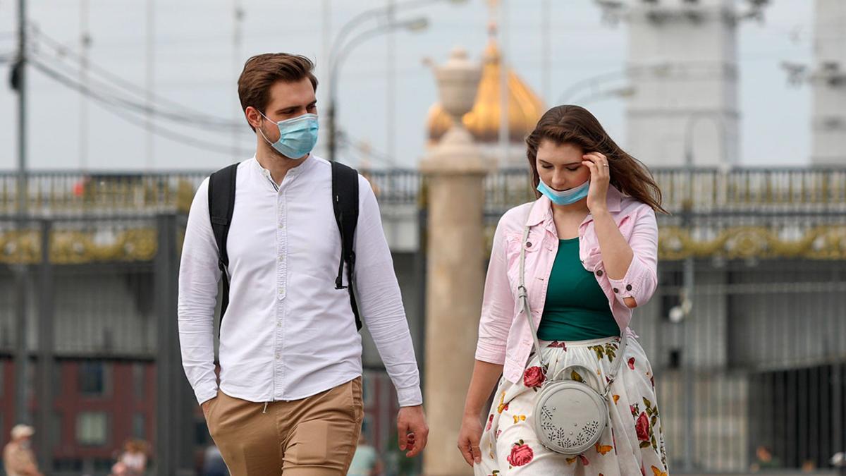 Власти Москвы решили не отменять требование носить маски и перчатки ::  Общество :: РБК