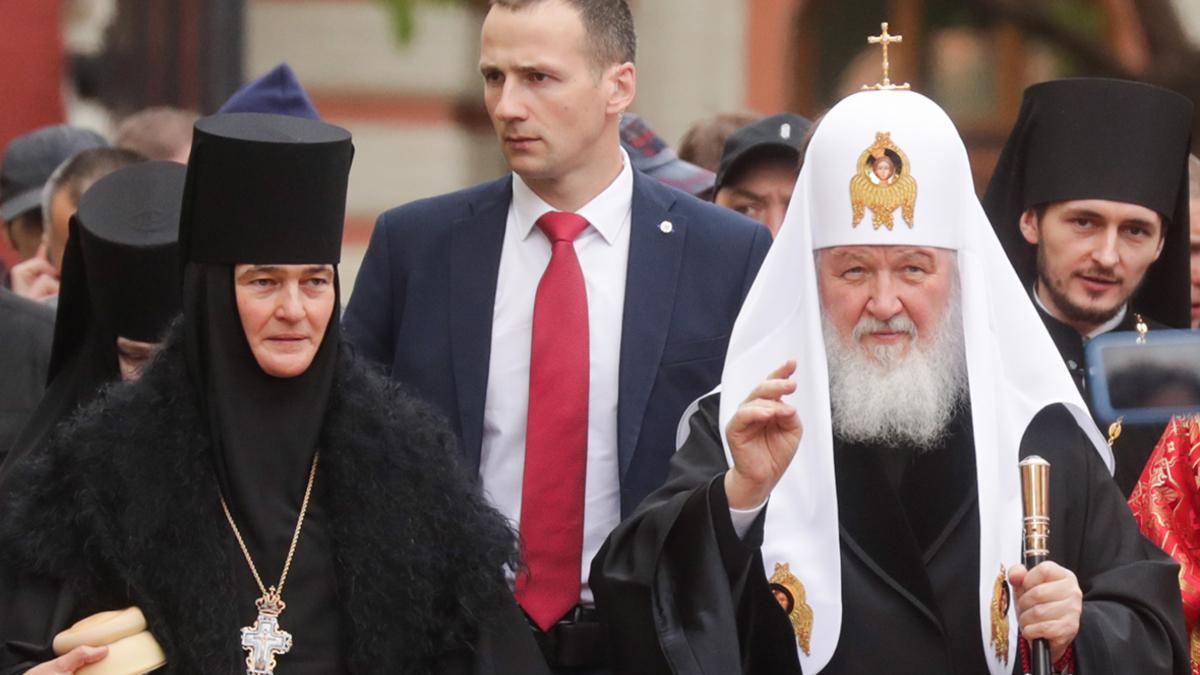 Патриарх попросил настоятельницу монастыря продать свой Mercedes S-класса  :: Общество :: РБК