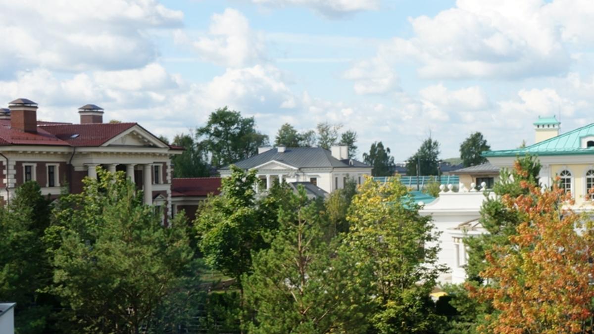 Рублевка: чем ближе к резиденции Путина, тем дешевле коттеджи ...