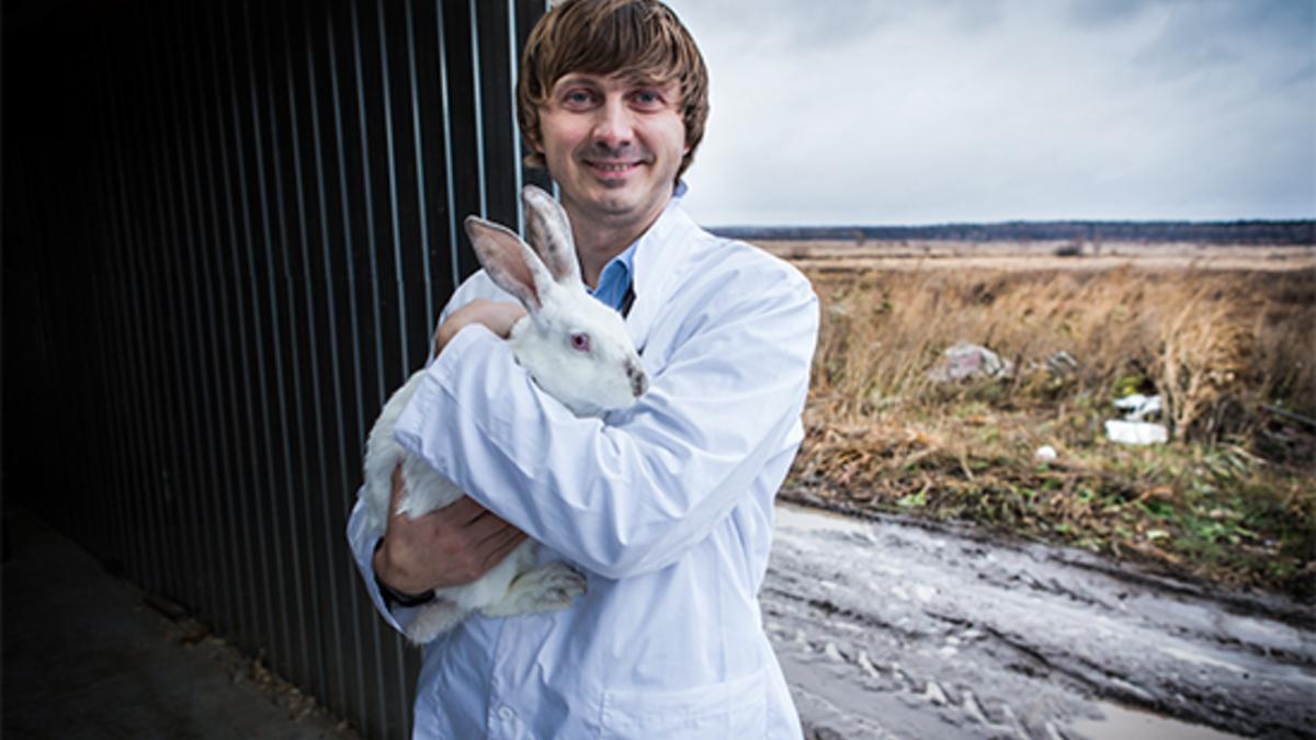 Владелец кролиководческой фермы «Лелечи» Александр Кириллов