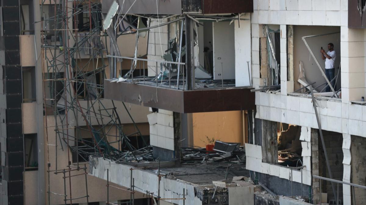 Губернатор Бейрута заявил о 300 тыс. оставшихся без крова после ...