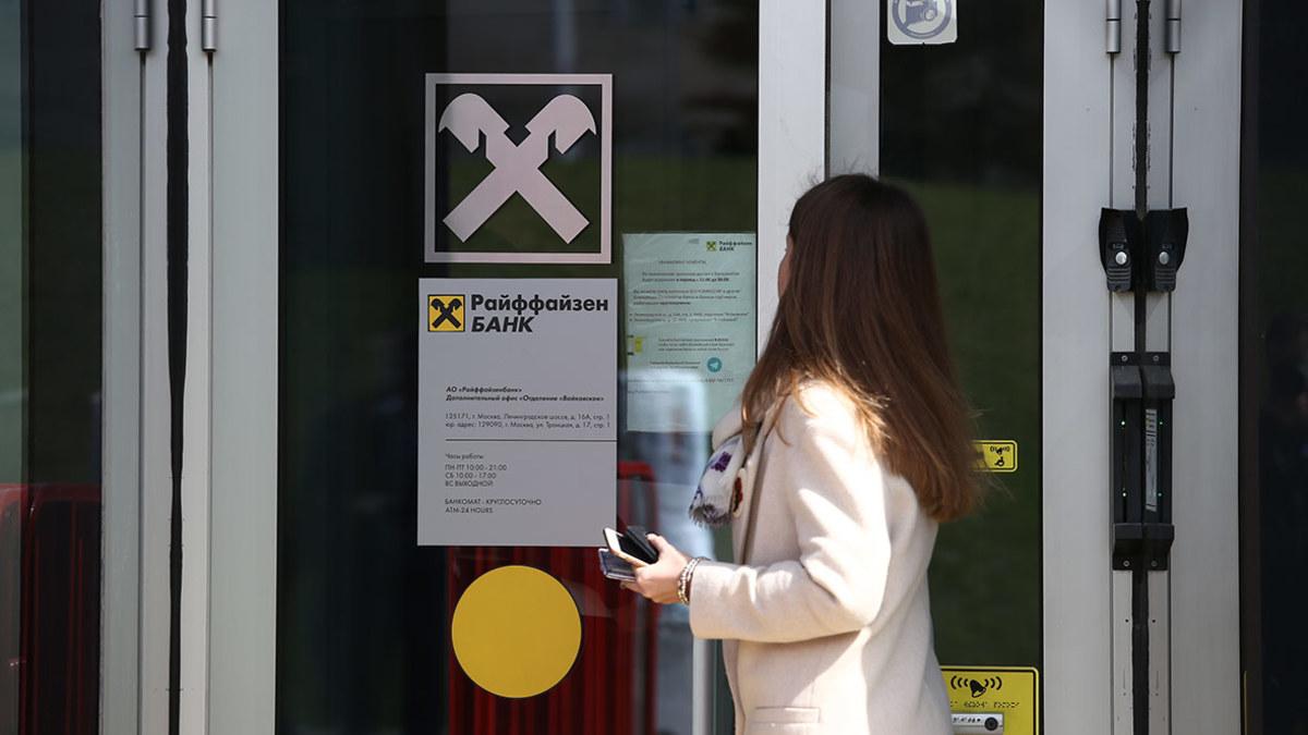 В каком банкомате можно снять деньги без комиссии с карты альфа банка в краснодаре