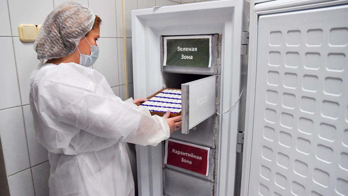 Путин не исключил поставки российской вакцины от COVID-19 на Украину ::  Общество :: РБК