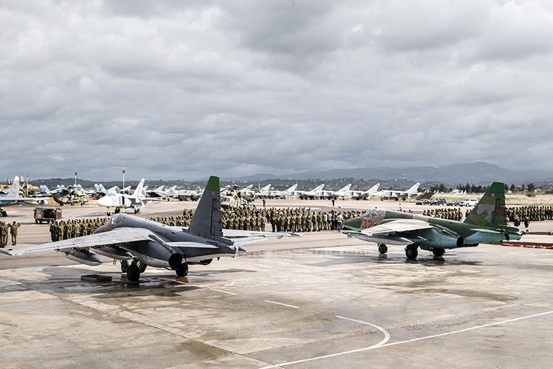 Самолеты ВКС перед вылетом с авиабазы Хмеймим в пункты постоянного базирования на территории России