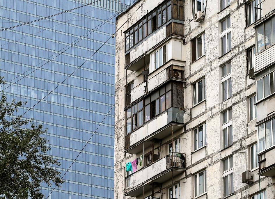 Жилой дом серии II-18 в микрорайоне «Камушки» в Москве