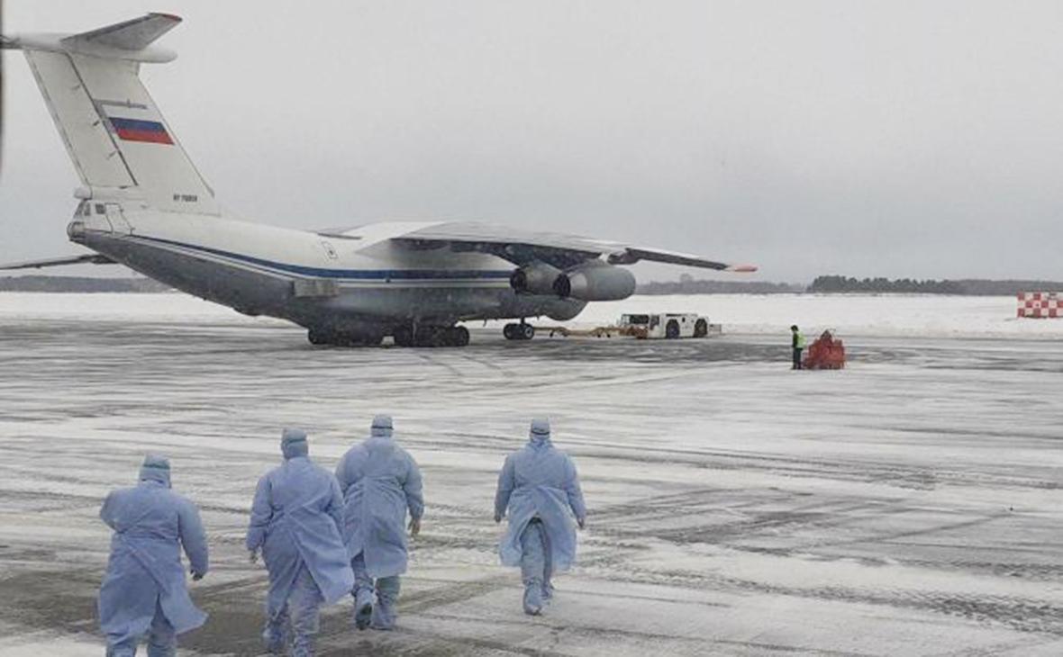 Самолет с эвакуированными из Уханя россиянами