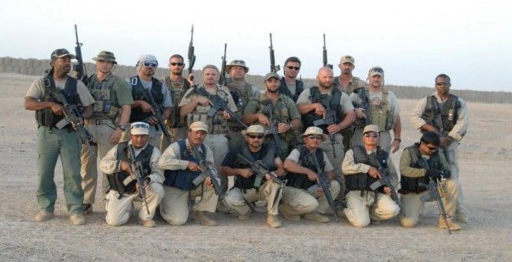 DynCorp готовит военных разведчиков, учит солдат и военных логистов, обслуживает армейские базы, тушит лесные пожары