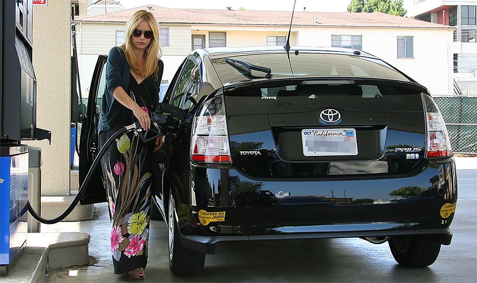 "<span style=""font-size:15px;"">Актриса Сара Мишель Геллар и ее Toyota Prius</span>"