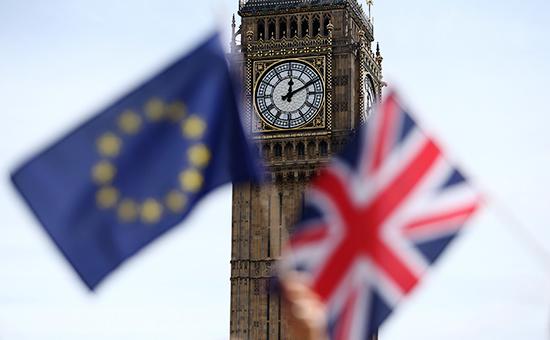 Флаги ЕС (слева) иВеликобритании