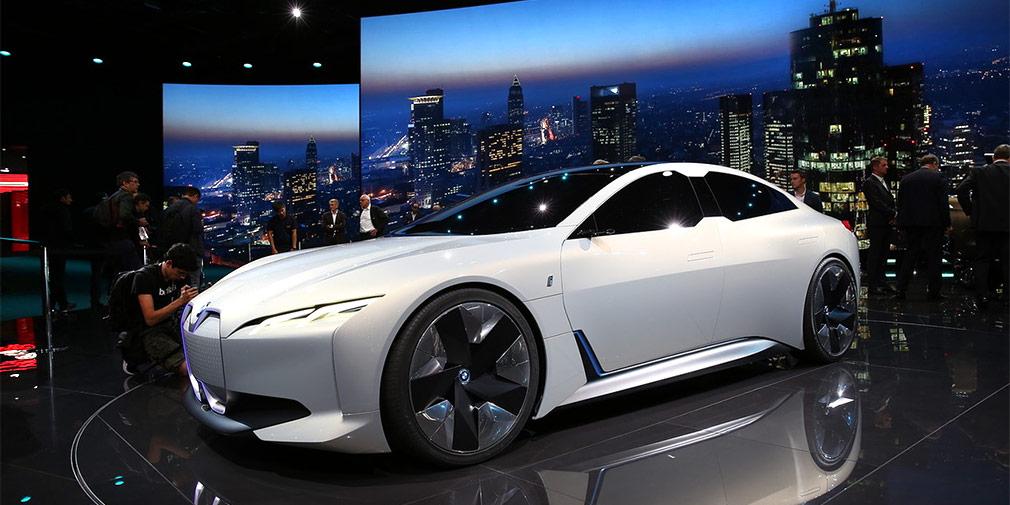 BMW Vision Dynamics  Компания BMW привезла на Франкфуртский автосалон концепт-кар под названием Vision Dynamics. Новинка является предвестником серийной модели, которая займет в эко-линейке «i» место между электрокаром i3 и спортивным гибридом i8.