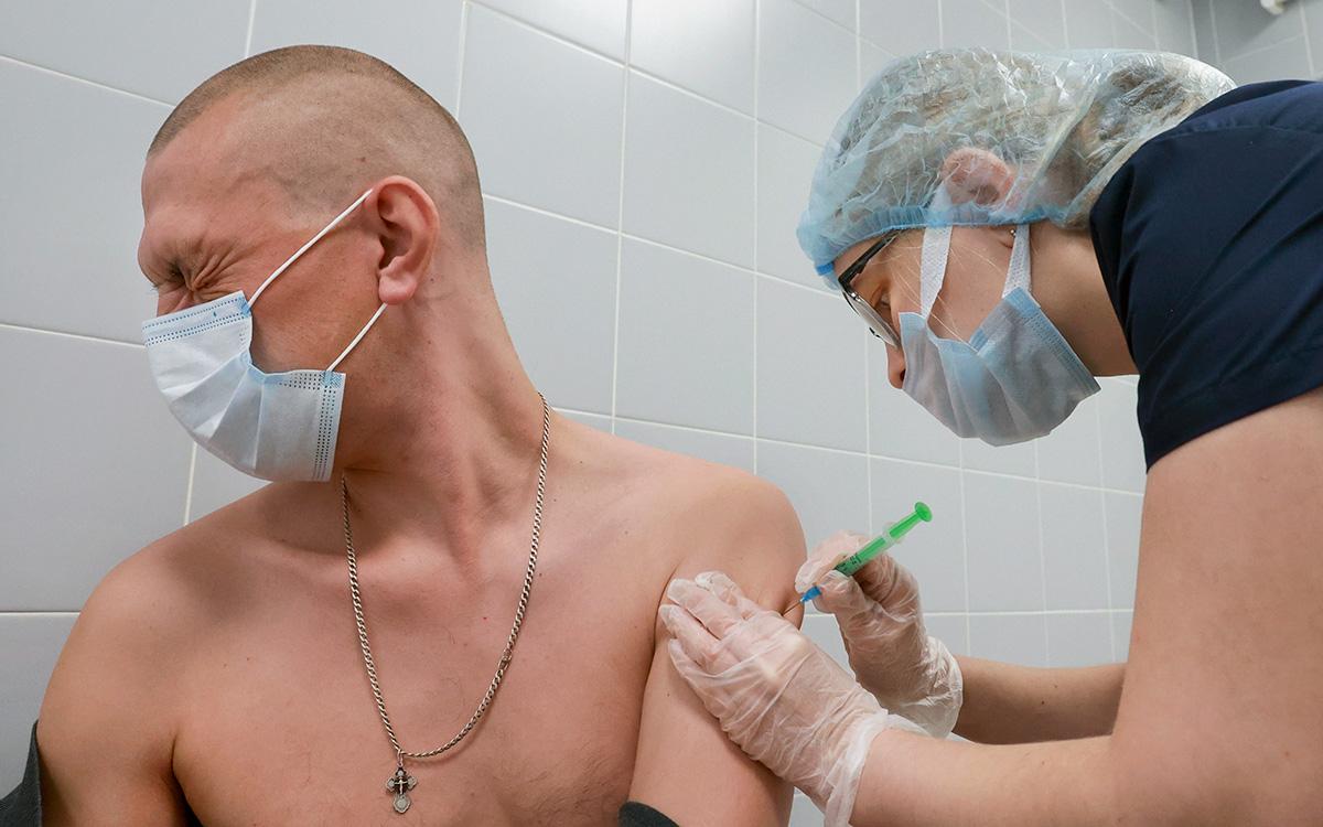 Мишустин назвал число полностью привитых от коронавируса россиян