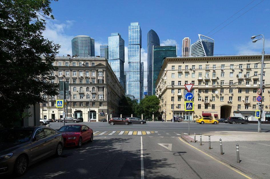 Вид на Кутузовский проспект и Московский международный деловой центр «Москва-Сити»