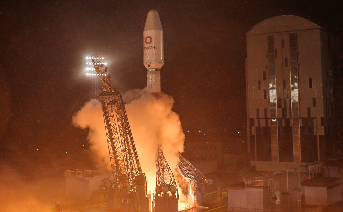Ракета-носитель «Союз-2.1б» с разгонным блоком «Фрегат» и 36 космическими аппаратами британской спутниковой компании OneWeb во время запуска со стартовой площадки космодрома Восточный