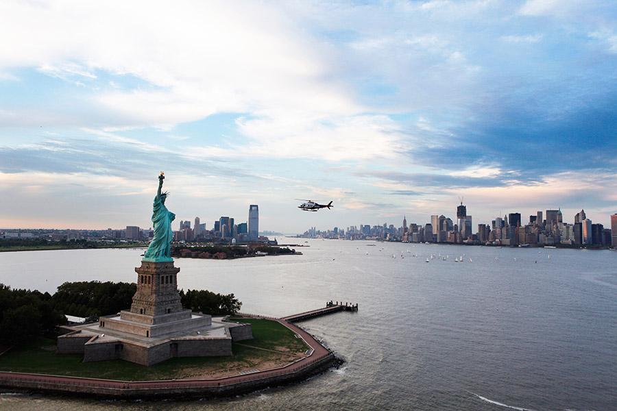 Нью-Йорк занял первую строчку, в нем живут 103 долларовых миллиардера. Это больше, чем, к примеру, во всей Великобритании (90)