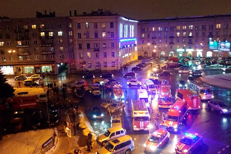 В одном из магазинов сети «Перекресток» в Санкт-Петербурге вечером 27 декабря произошел взрыв, сообщили РБК в пресс-службе МЧС по Петербургу и Ленинградской области.