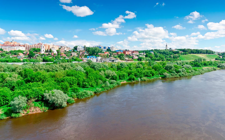 <p>Панорамный вид на набережную города Калуга</p>