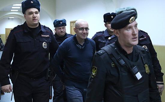 Предполагаемый лидер националистической группировки БОРН Илья Горячев в Басманном суде. Фото 2014 г.