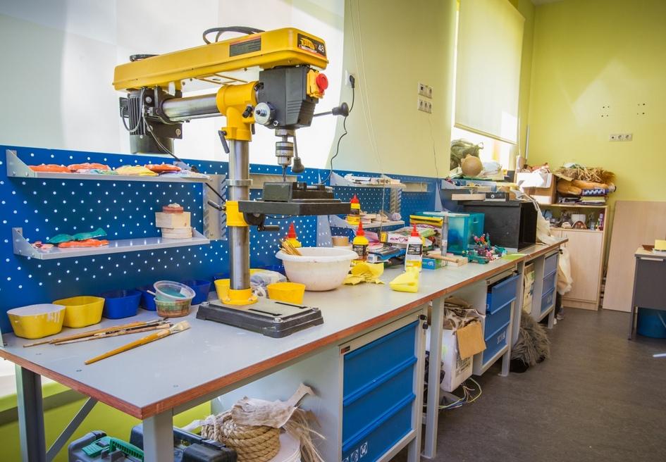 Помимо основной образовательной программы в «Хорошколе» обустроены кабинеты для обучения детей игре в шахматы, робототехнике, основам программирования, иностранным языкам и другим интересным предметам