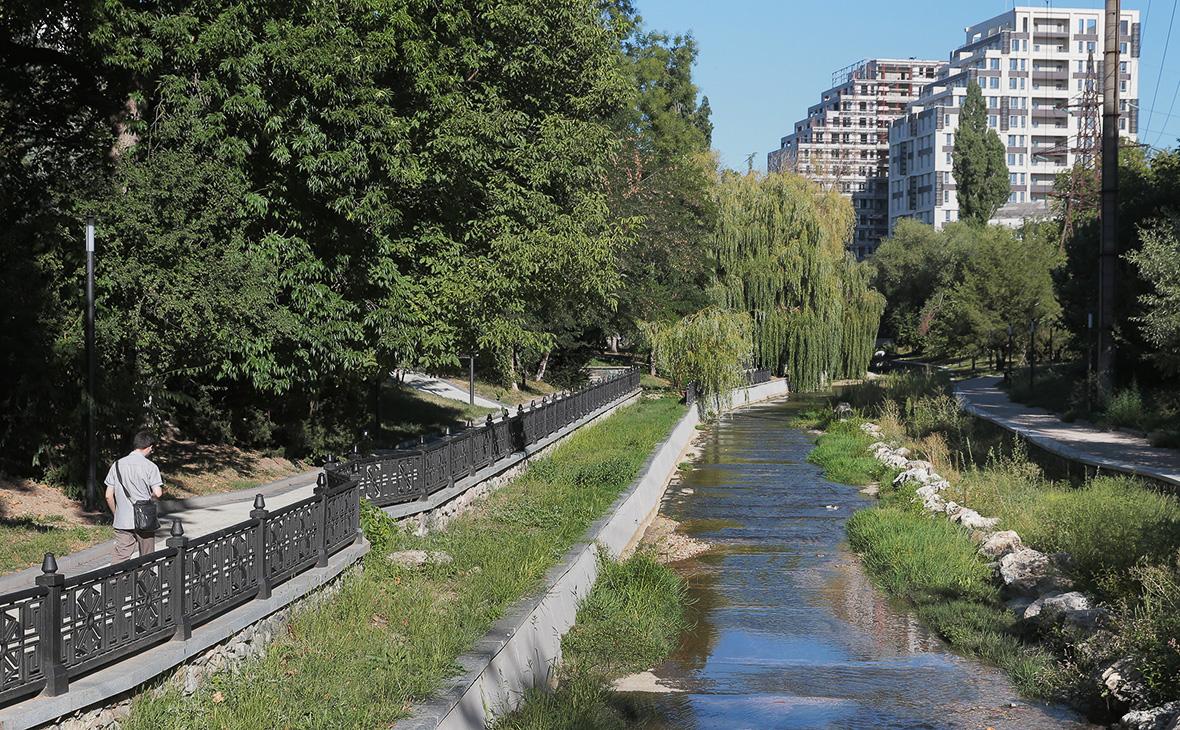 Обмелевшая река Салгир вСимферополе