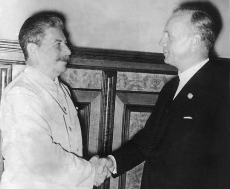 Иосиф Сталин и Иоахим фон-Риббентропв Кремле23 августа 1939 года