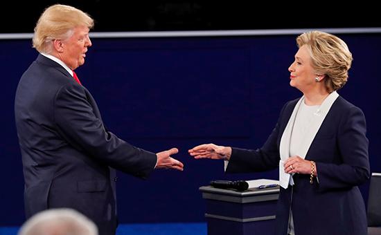 Кандидаты в президенты СШАДональд Трамп и Хиллари Клинтон во время второго раунда официальных дебатов