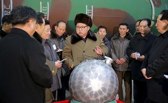 Ким Чен Ынна встрече соспециалистами по исследованию ядерного оружия