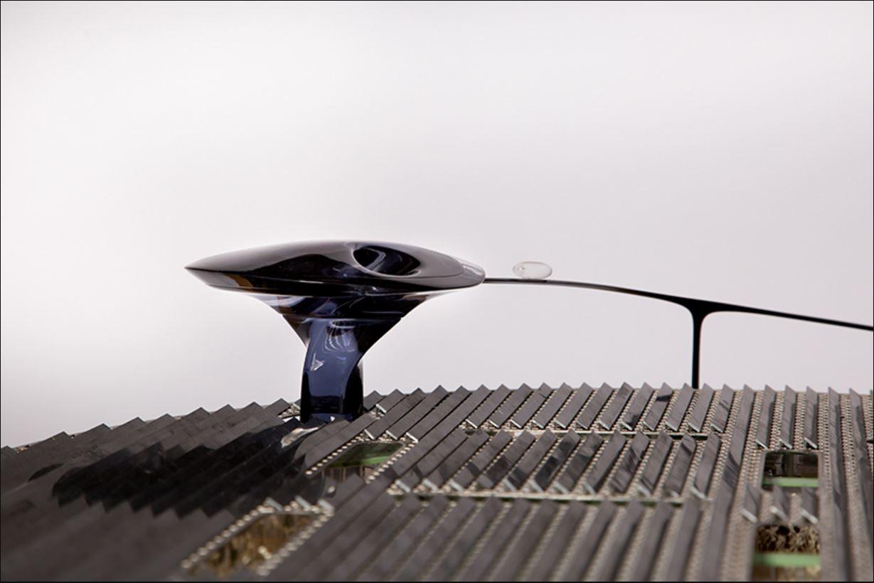 Крыши всех зданий в кампусе покроют солнечными панелями, которые смогутудовлетворять ежедневную потребность в электроэнергии. Дополнительным электричеством здание будут снабжать ветряные турбины