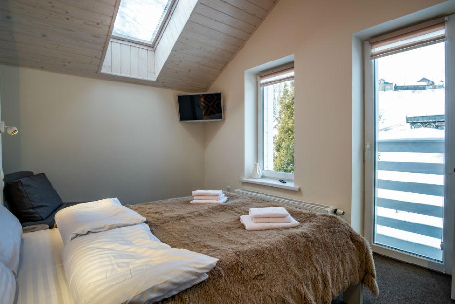 Спальню можно разделить на функциональные зоны