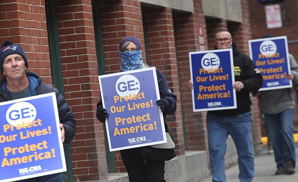 Рабочие General Electric в Бостоне вышли на пикеты из-за условий труда во время пандемии
