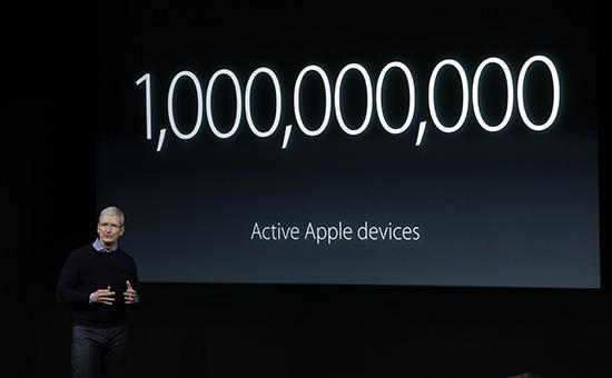 Генеральный директор Apple Тим Куквыступает напрезентации компании. 21 марта 2016 года