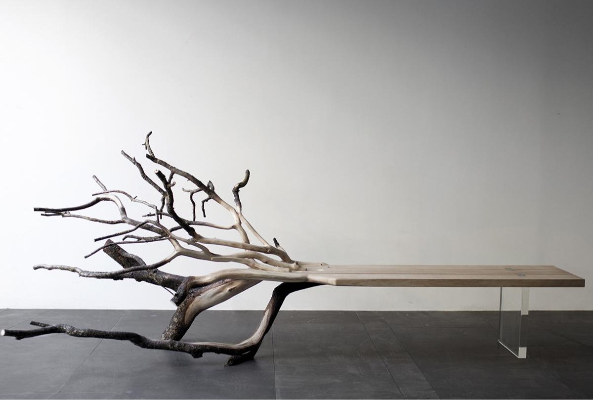 Стол из цельного дерева с ветками