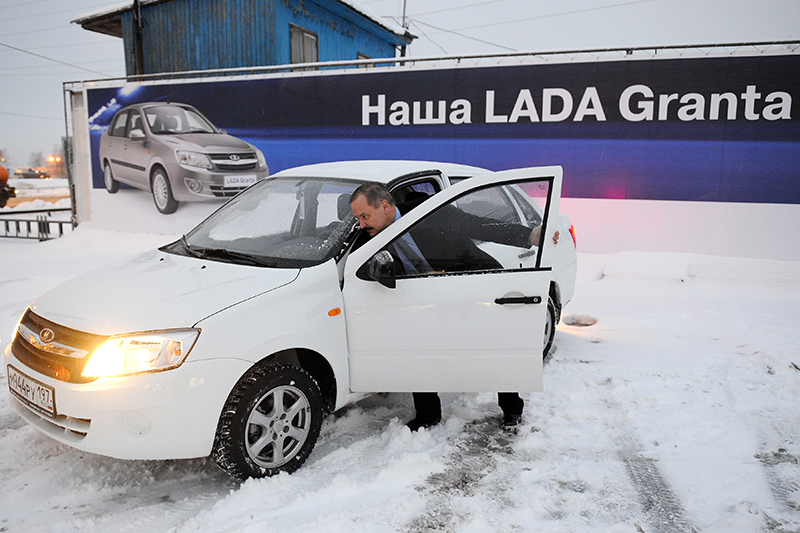 Lada Granta  Минимальная цена вкузове седан— 331тыс. руб., рост сноября— 14,5%.  Вянваре—марте продано30,7тыс. машин— на5,5% меньше, чем затотже период годом ранее.