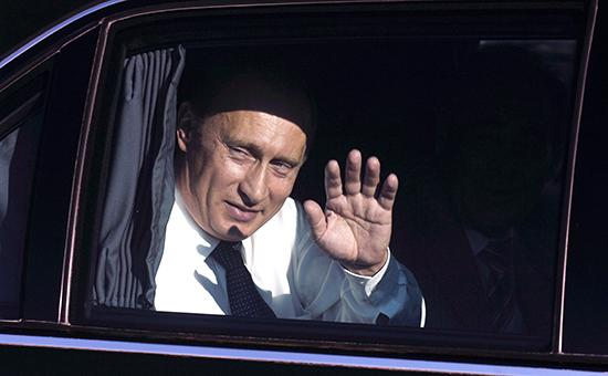 Служебный автомобиль президента России Владимира Путина — Mercedes-Benz S600 Pullman— записан на ФСО России, обеспечивающую охрану первого лица государства