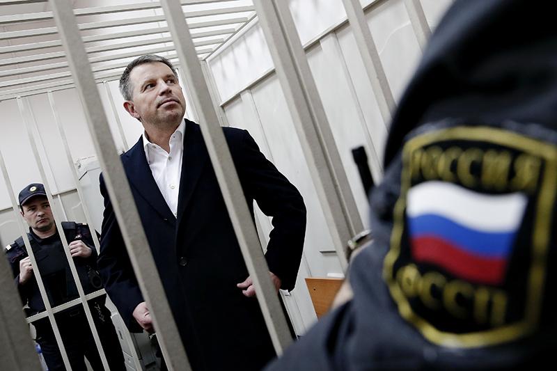 Совладелец Челябинского трубопрокатного завода (ЧТПЗ) Андрей Комаров, подозреваемый в коммерческом подкупе, во время рассмотрения дела в Басманном суде.