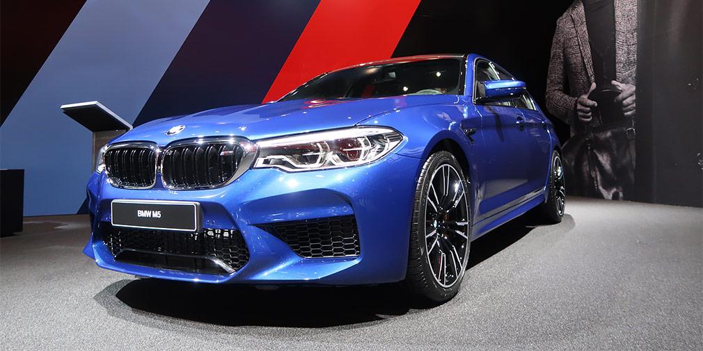 BMW M5  Новый BMW M5 впервые в истории получил полноприводную трансмиссию. До 100 км/ч автомобиль разгоняется за 3,4 с — это лучший результат в истории баварской марки.