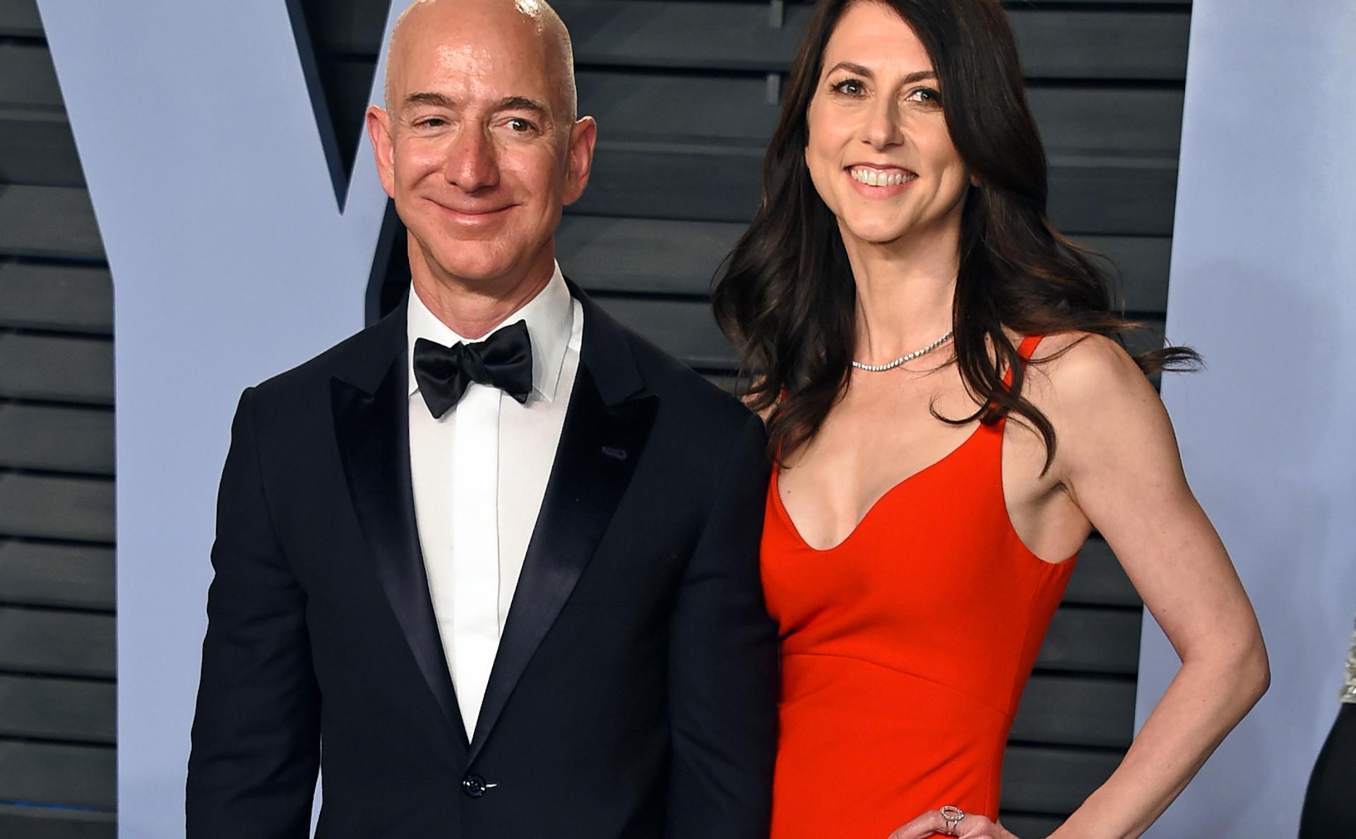 Джефф Безос с женой Маккензи в марте 2018 года