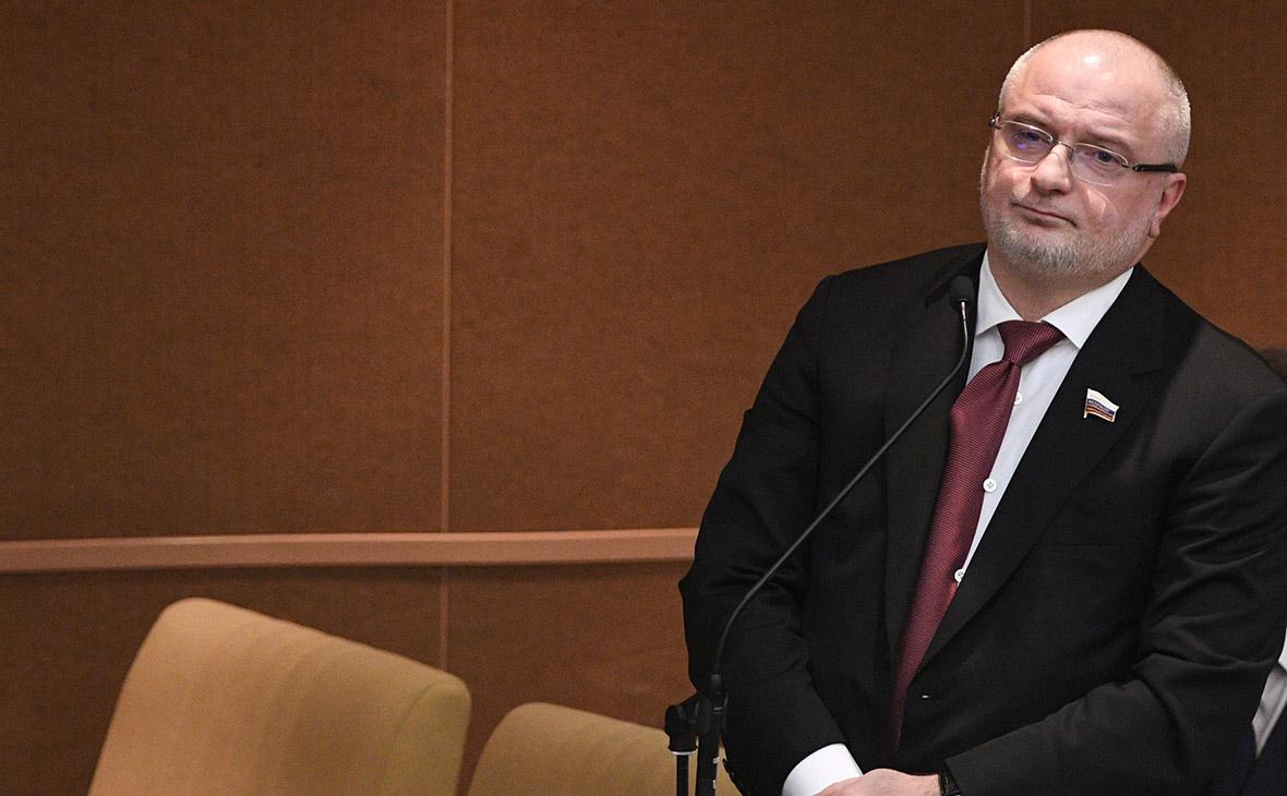 Законопроекты о фейках и неуважении к власти прошли третье чтение