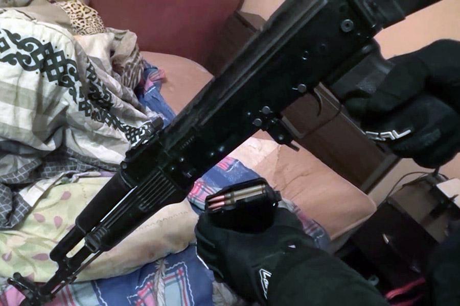 Оружие, изъятое во время задержания членов террористической группировки. Санкт-Петербург. 12 декабря 2017 года