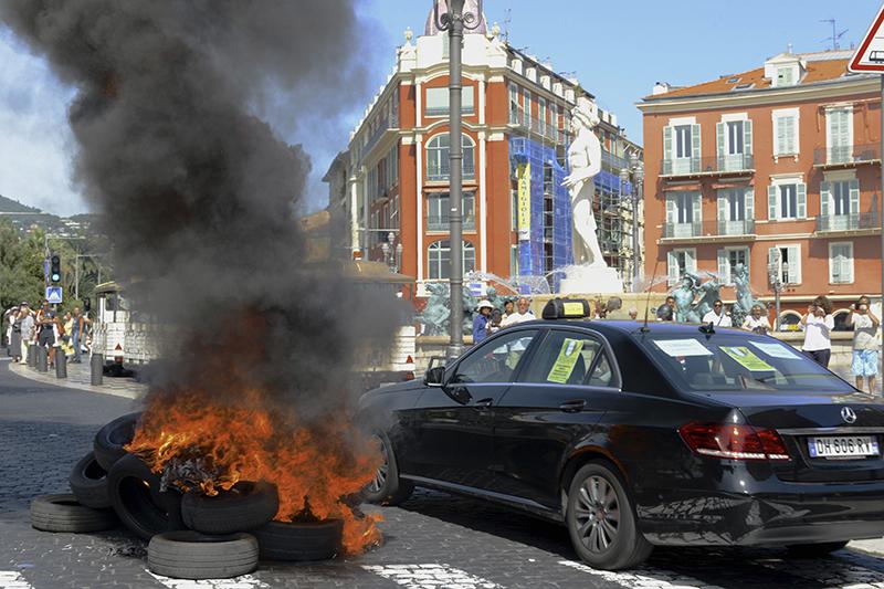 Ницца, акция протеста против такси-сервиса Uber