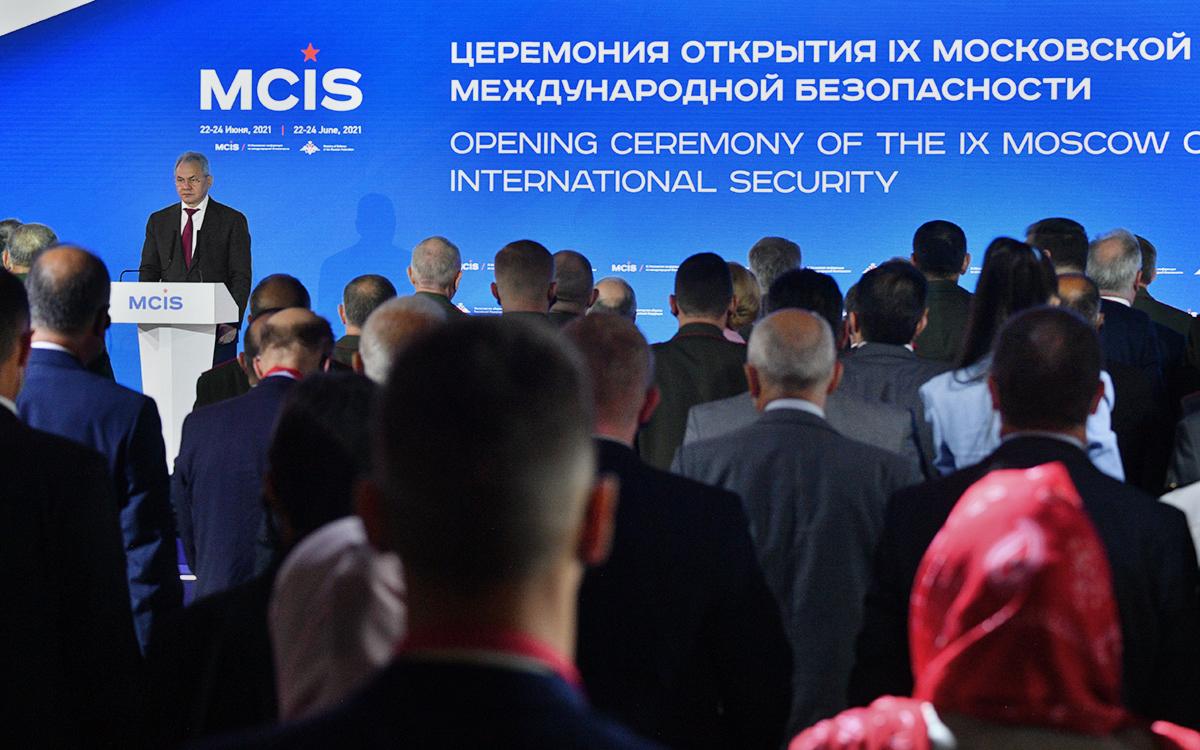 Сергей Шойгу на IX Московской конференции по международной безопасности в Москве