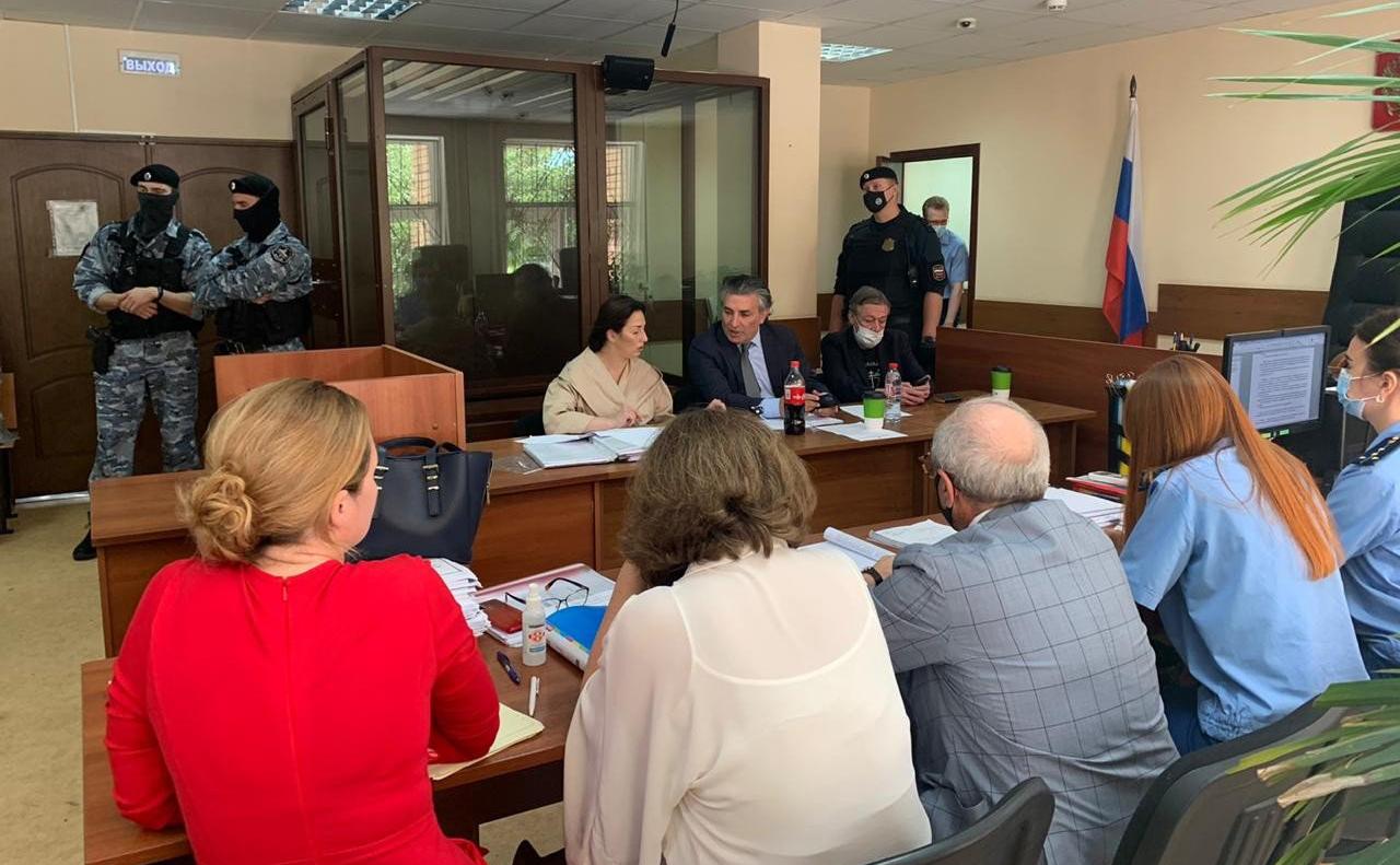 Участники процесса по делу Михаила Ефремова о смертельном ДТП в зале Пресненского суда