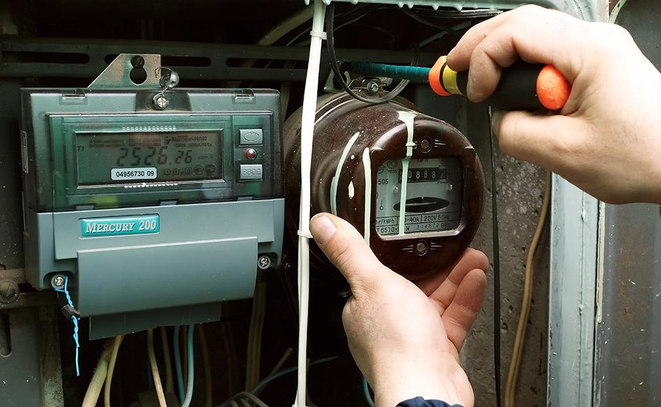Электросчетчики нового и старого образца