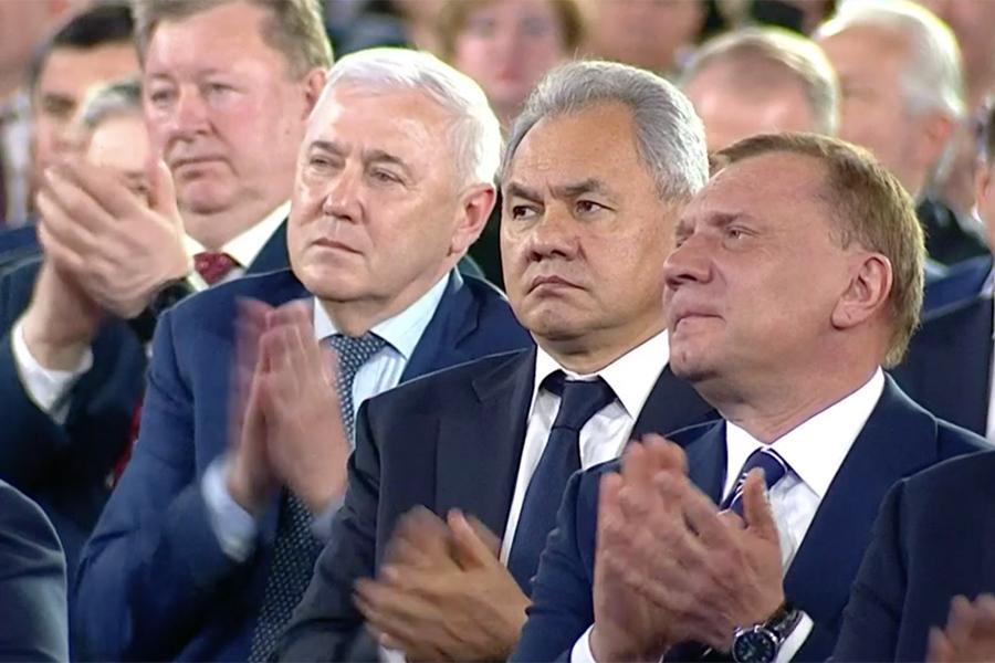 Министр обороны РФ Сергей Шойгу и вице-премьер РФ Юрий Борисов