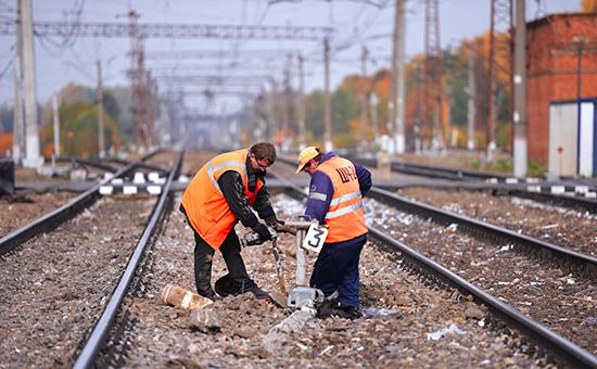 Ремонтно-восстановительные работы на железнодорожном переезде в Подмосковье